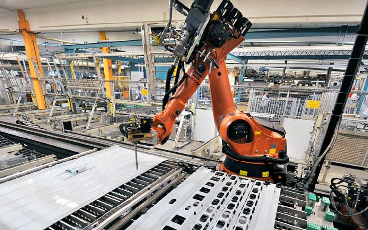 orangene maschine weiterverarbeitung aluminium